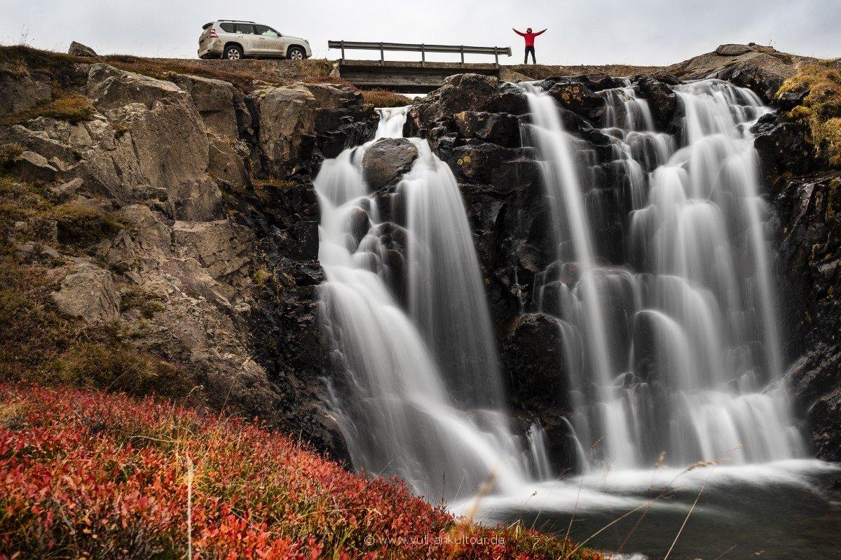 Namenloser Wasserfall in den Westfjorden