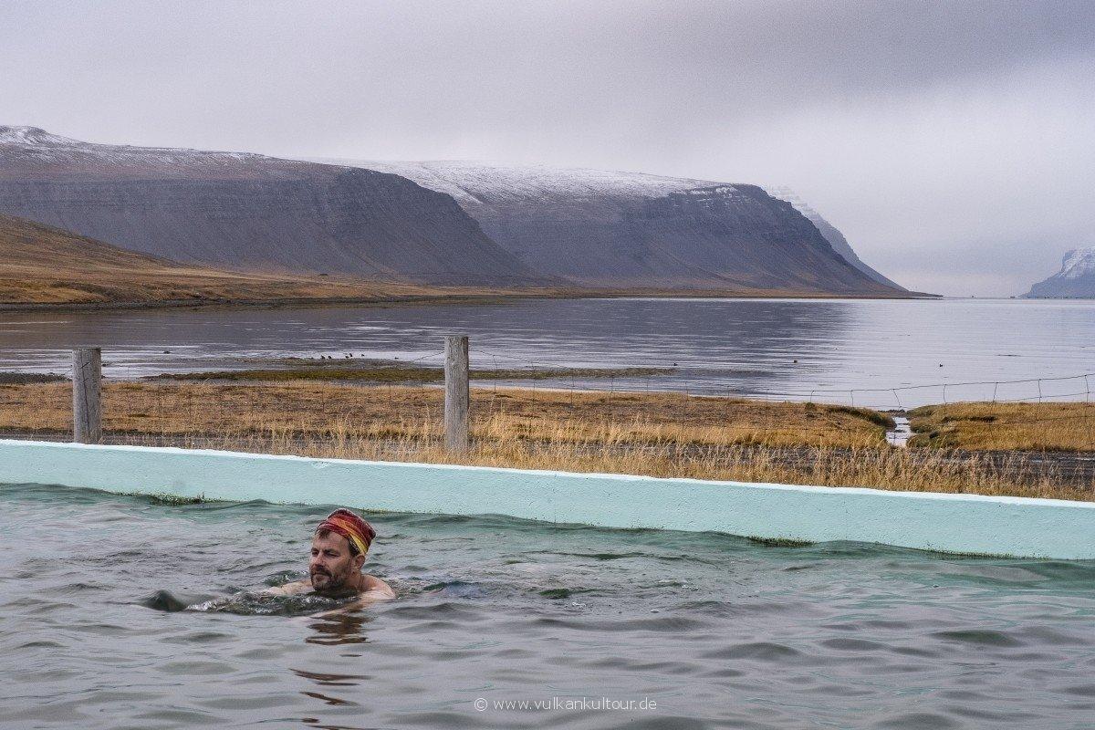 Der Reiseleiter nimmt ein Bad... (Westfjorde)