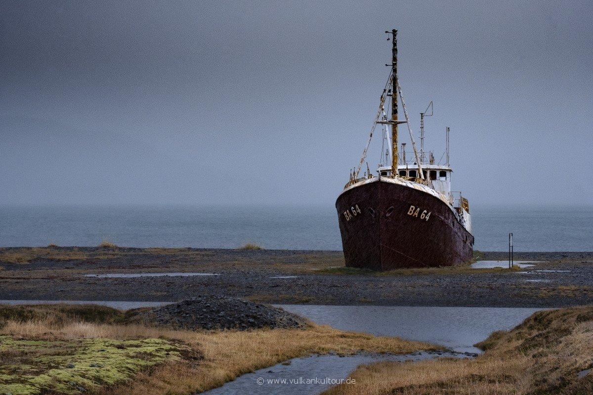Die BA-64, ältestes Stahlschiff Island