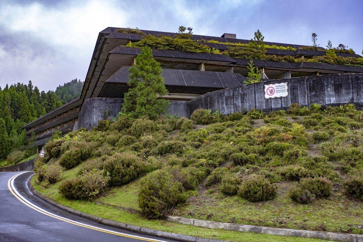 Das Monte Palace - nach nur einer Saison aufgegebenes Hotel am Calderarand