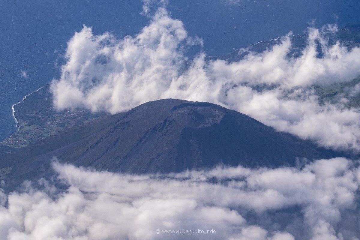 Flug nach Flores - der Pico aus der Luft