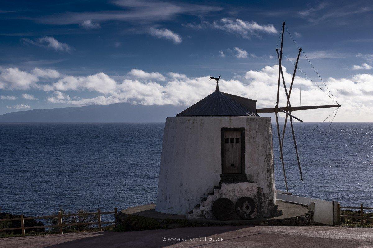Die alten Windmühlen, Wahrzeichen von Corvo