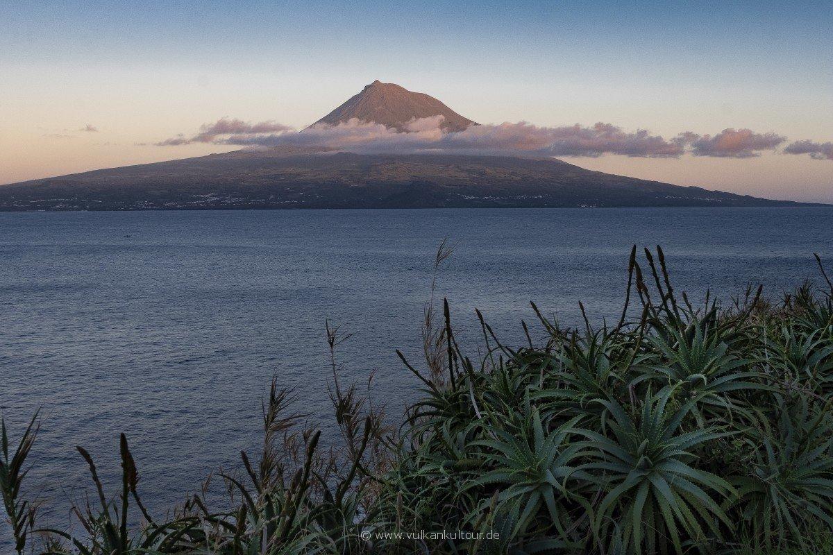 Blick von Horta auf den Pico
