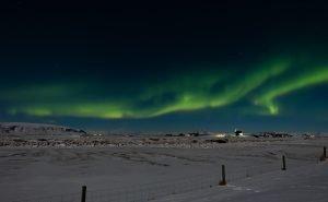 Nordlichter über dem winterlichen Island