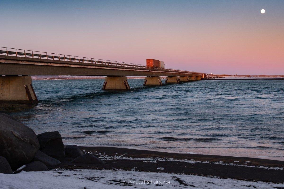 Brücke über die Mündung der Ölfusá