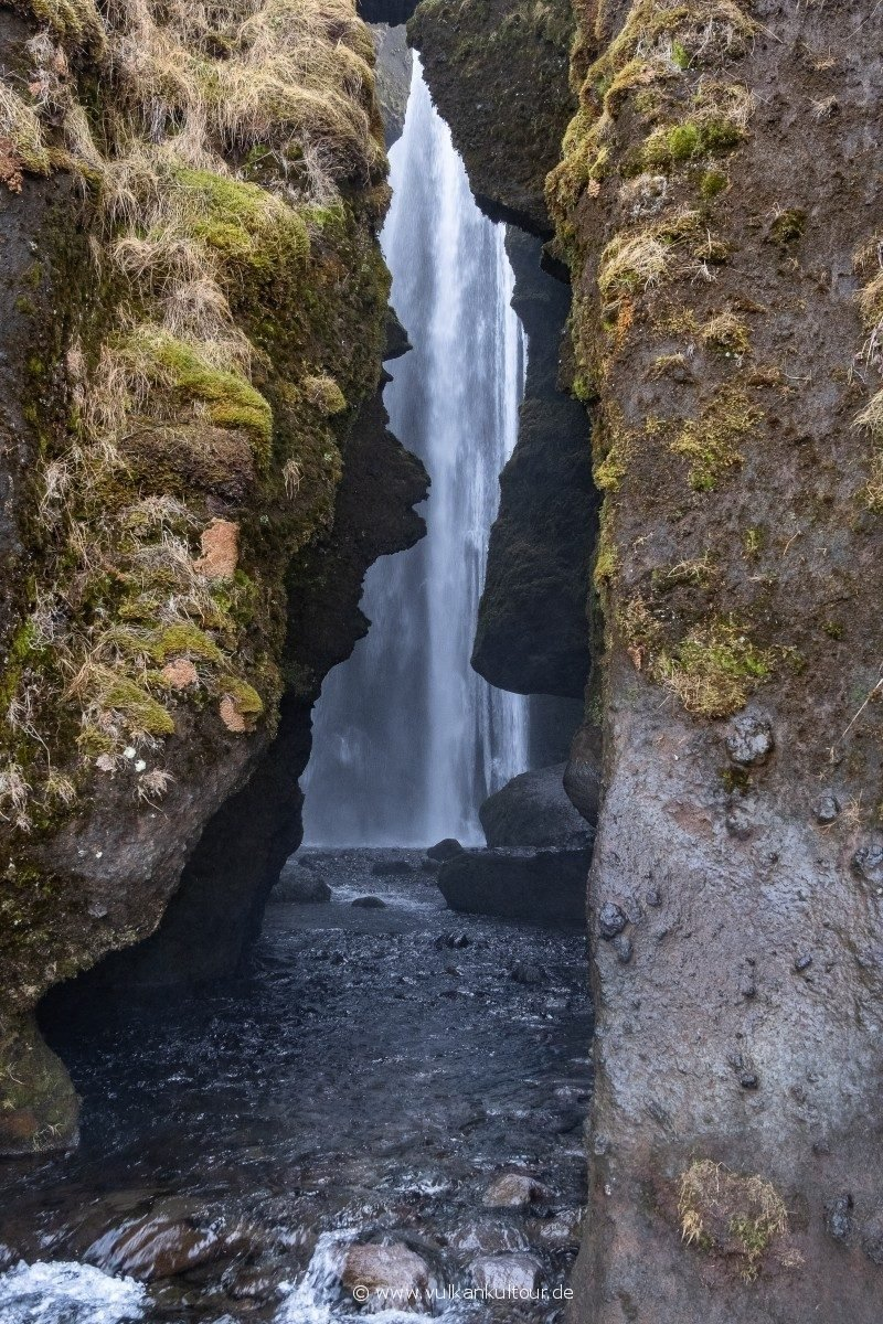 Gljúfrabúi Wasserfall (der in der Schlucht wohnt)