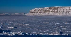 Zugefrorener Tempelfjord