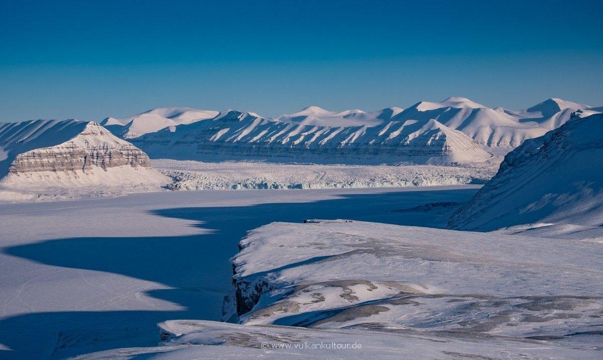 Hoch über dem Tempelfjord, Blick auf den Tunabreen