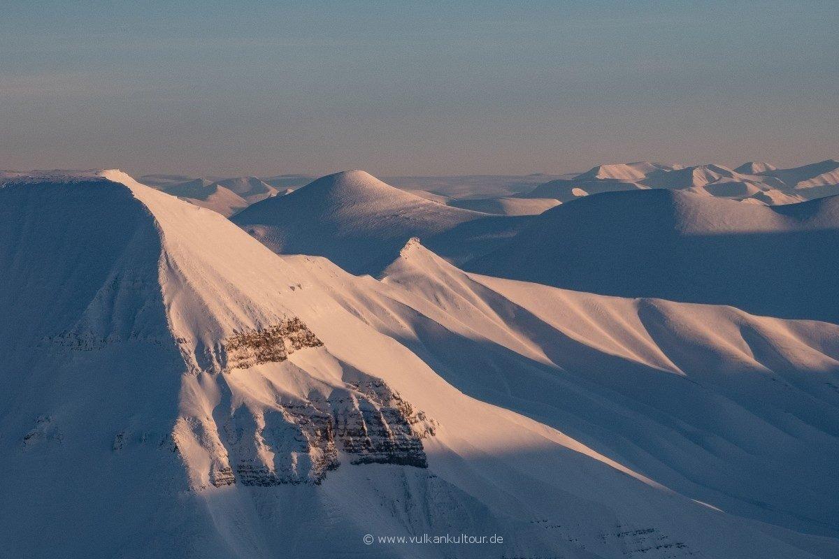 Weiter Blick beim Abflug von Longyearbyen