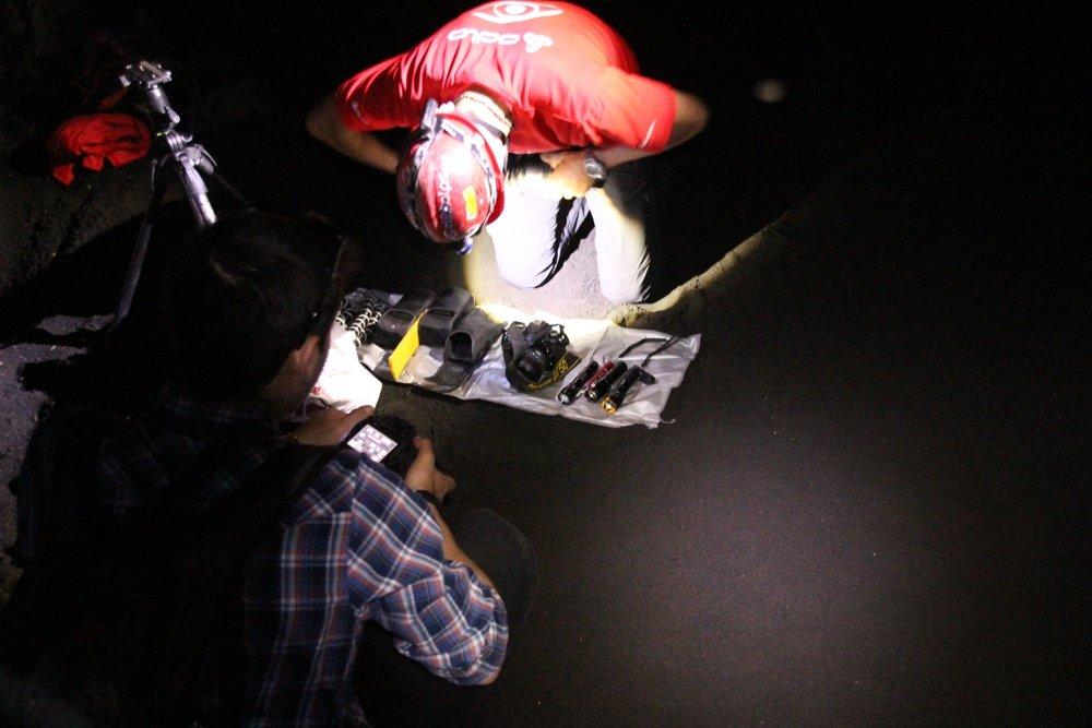 Fotoworkshop – Aufbau der Ausrüstung in der Lavatube Grotta Lunga