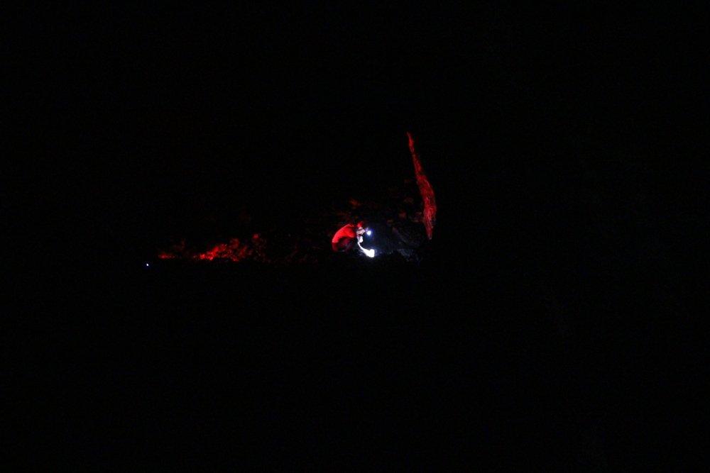 Etna dei Romantici 201605 - Grotta-Lunga-Lichtinstallation