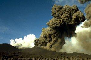 Ätna - Vulcanianische Aktivität des Südostkraters