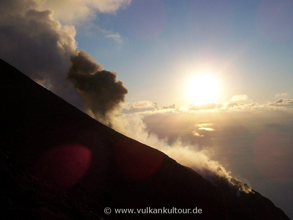 Stromboli kurz vor Sonnenuntergang