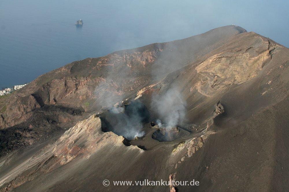 Helikopterflug über die Krater