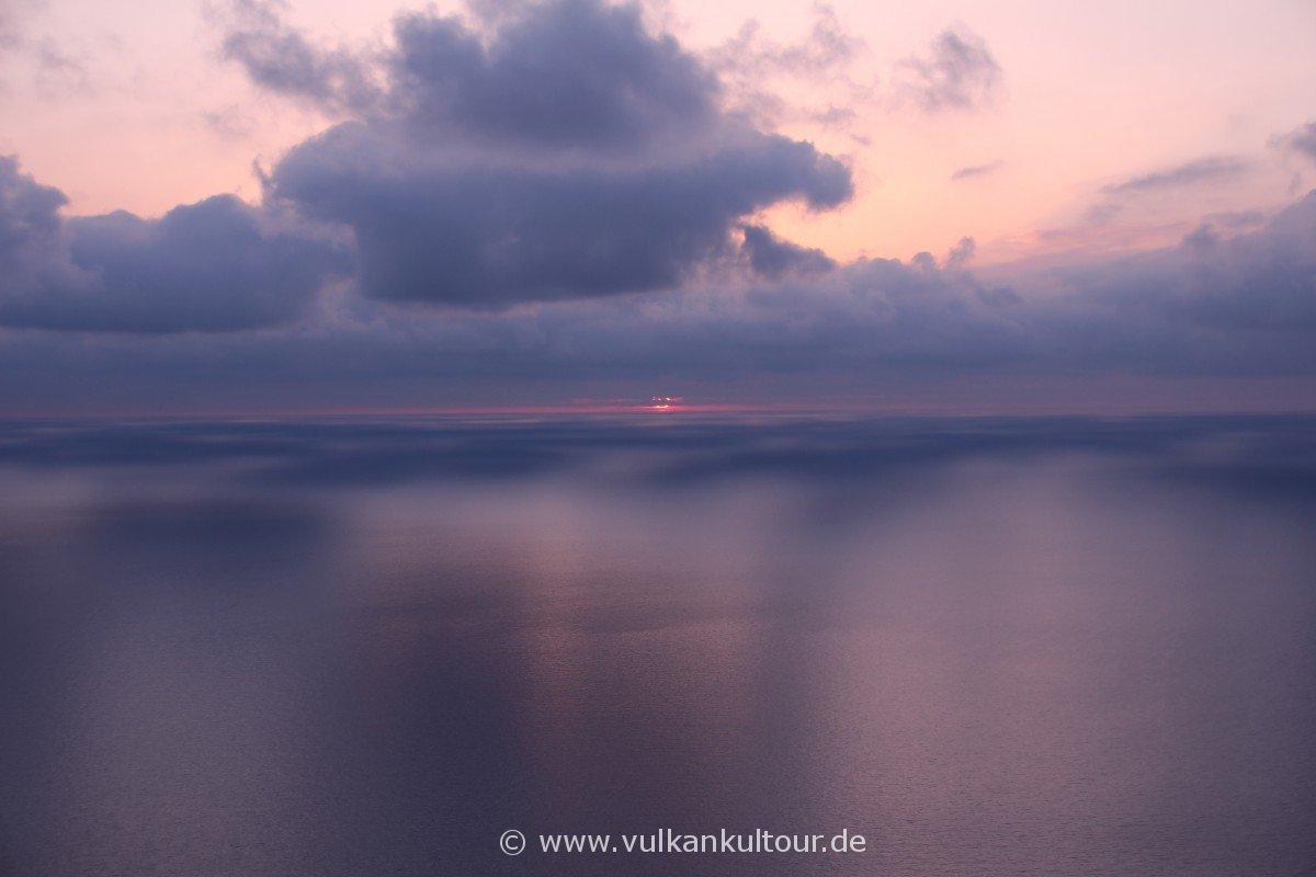 Schattenspiele vor Stromboli - Sonnenuntergang an der Sciara del Fuoco