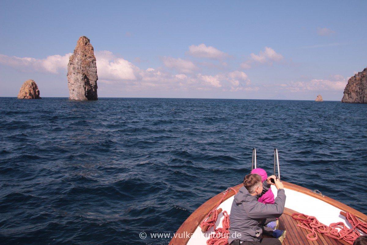 Ausflug im Boot - über die Faraglioni und Grotta dei Angeli nach Vulcano