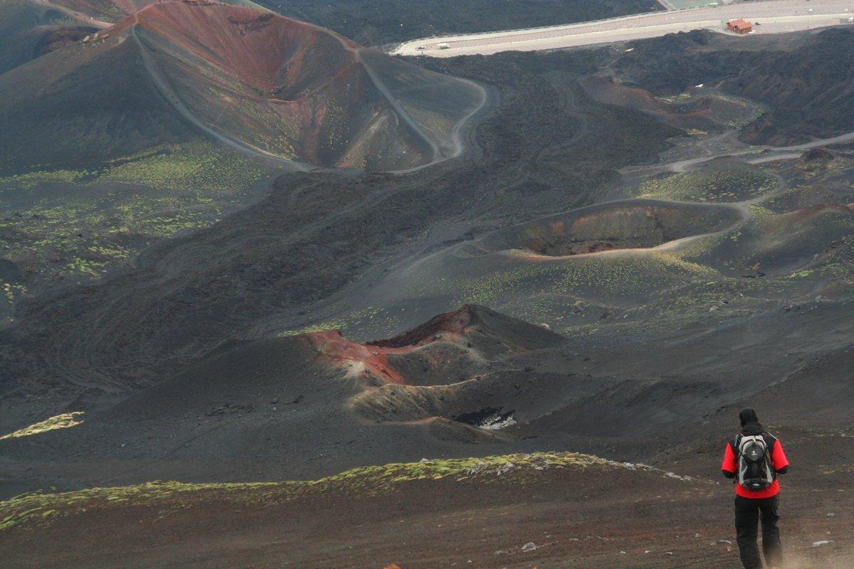 Abstieg zu den Crateri Silvestri (© Susi Merk)
