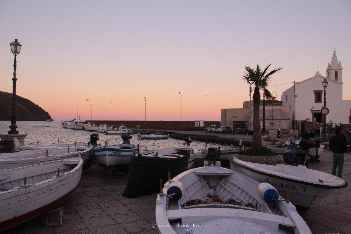 20171028 Feuerberge Siziliens Zwischenstop in Lipari - der Fischerhafen Marina Corta