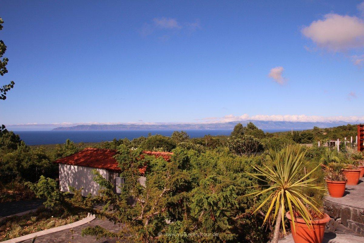 20160811 Azoren Pico Unterkunft mit Blick auf Sao Jorge