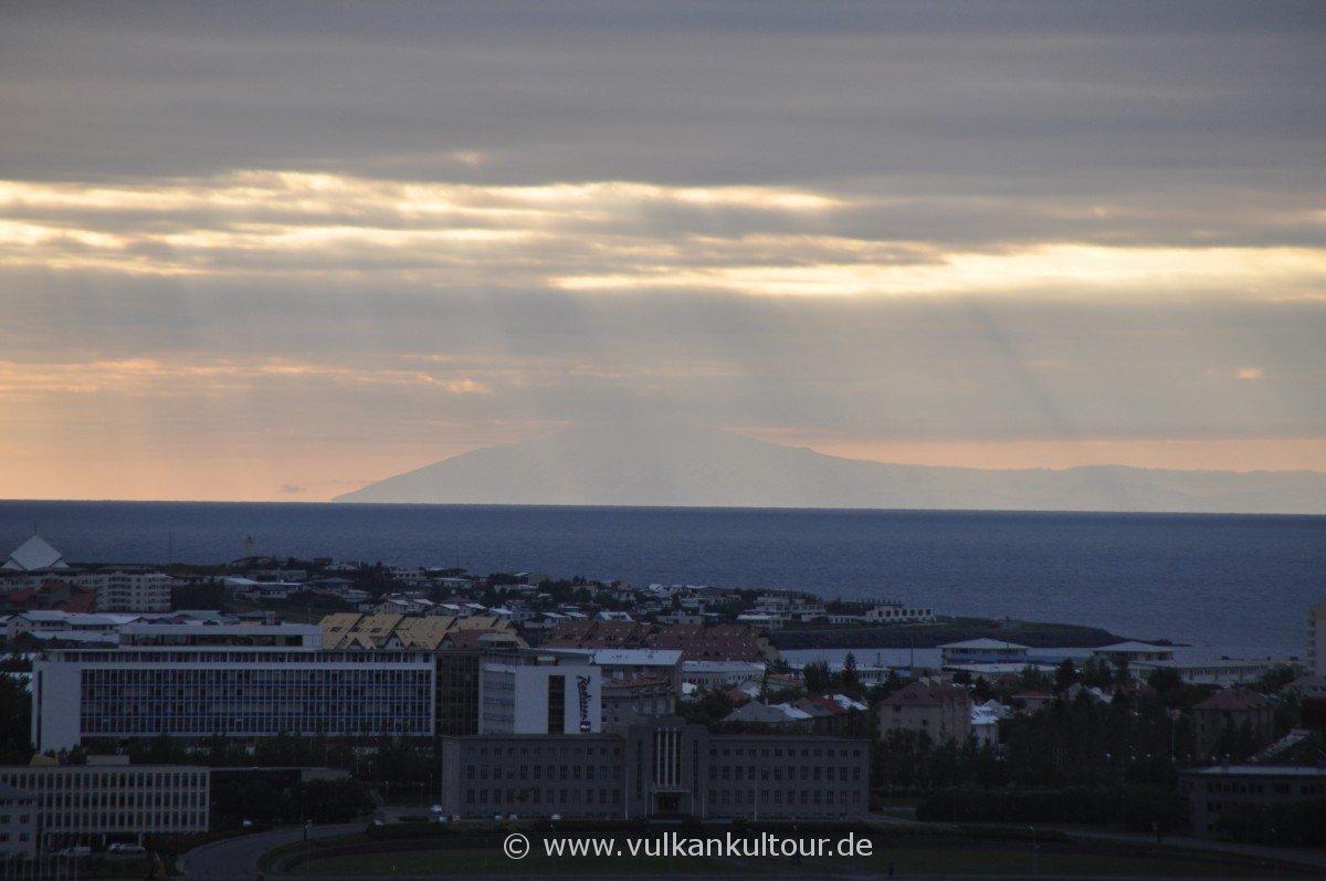 Blick über Reykjavík auf den Snæfellsjökull