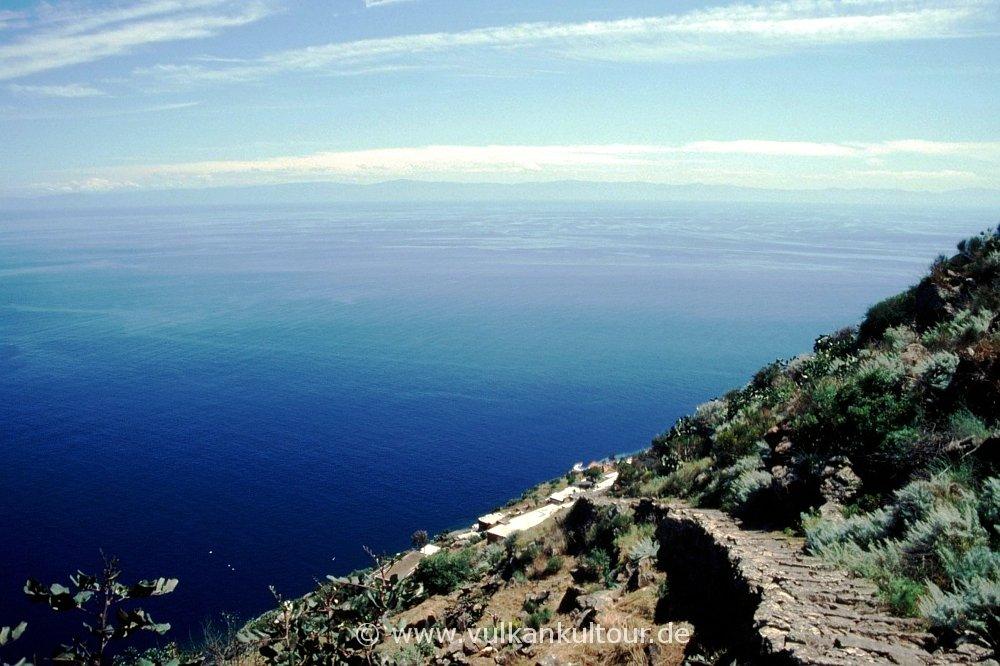 Trennesteige zum Gipfel von Alicudi