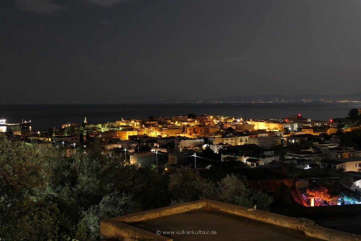 Blick von unserer Pension auf Lipari Stadt