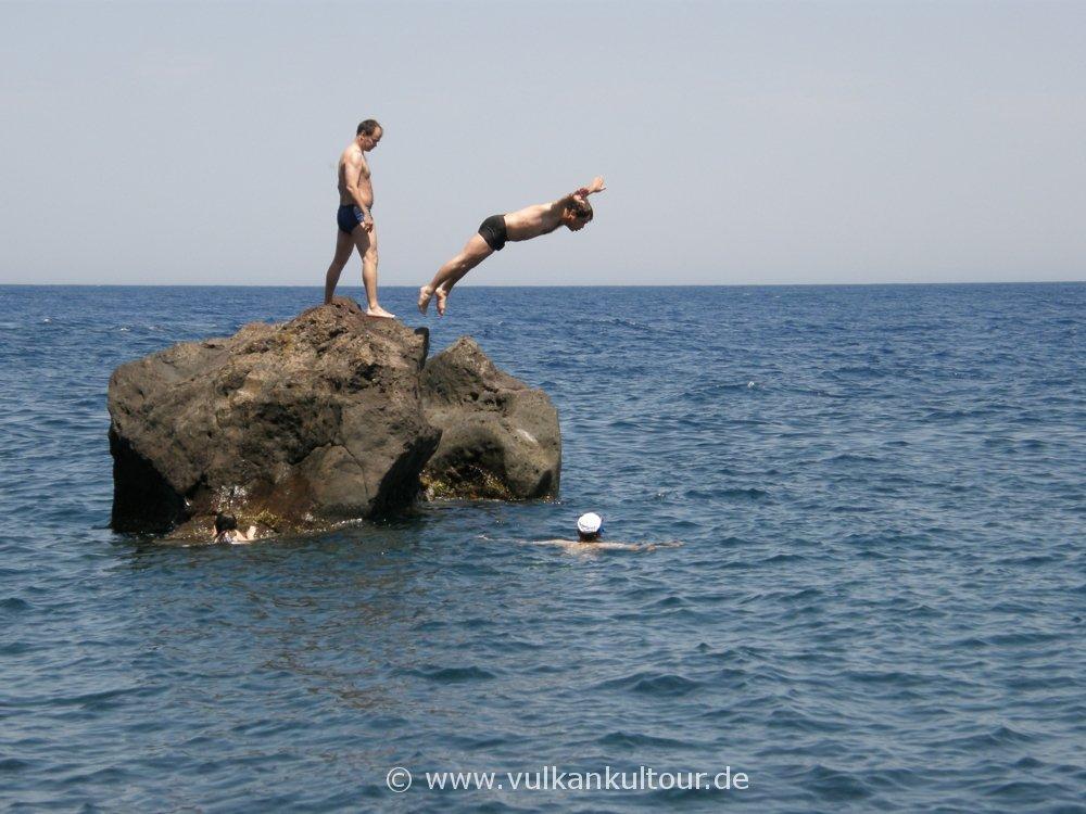 Sprung vom Felsen