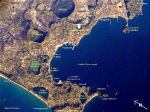 Phlegräische Felder - Aufnahme von der ISS (Bildquelle: Wikimedia Commons)