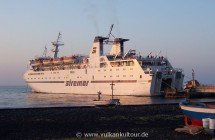 Ankunft auf Stromboli mit der Siremar-Fähre (Laurana / Sansovino)
