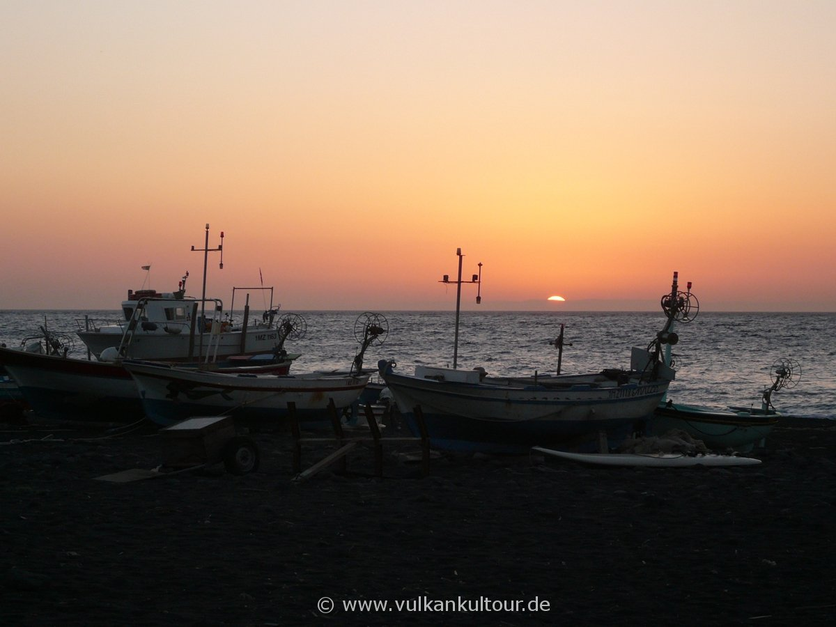 Sonnenaufgang am Stromboli (© G. Guggenmos)