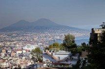Blick vom Vomero auf Neapel und Vesuv - © Radmila Kerl