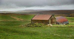 Einsamer Hof bei Fluðir (© Radmila Kerl)